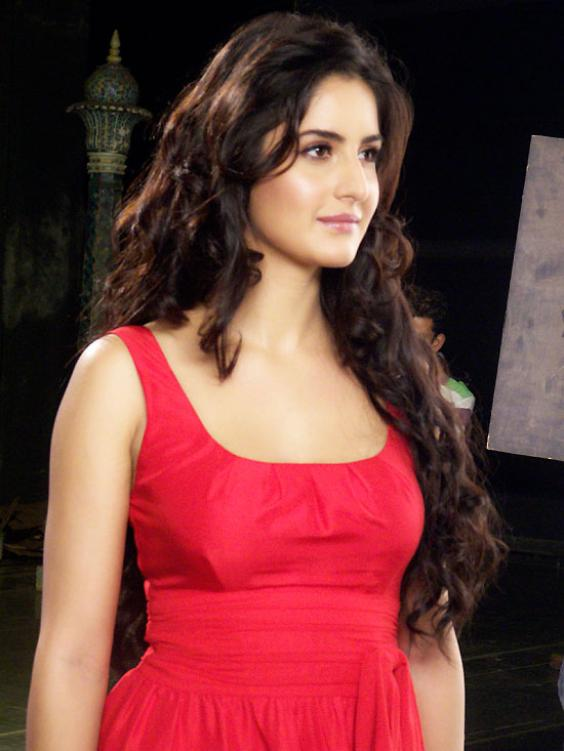 http://piratesd.files.wordpress.com/2011/10/hot_katrina_kaif_new_photos-5.jpg